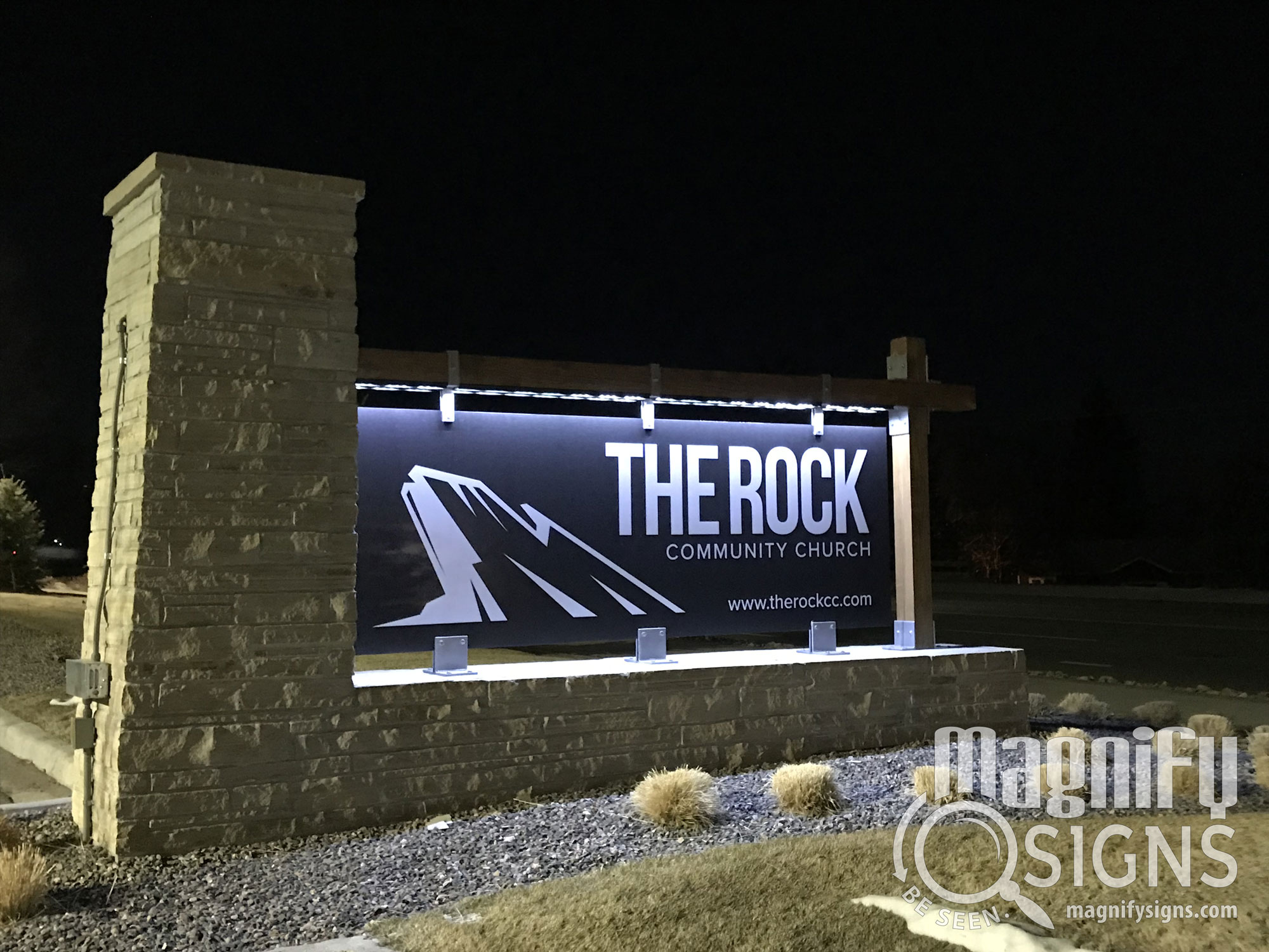 magnify-signs-the-rock-community-church-sign-night-mar-01